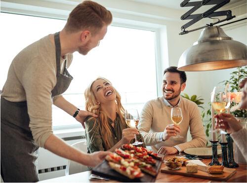 La felicità è un pranzo tra amici